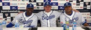 Yurendell de Caster, Steve Janssen en Diegomar Markwell na afloop van de gewonnen wedstrijd tegen Japan.