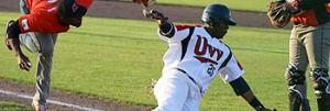 Jordan Illis scoort in de vijfde inning het eerste punt voor UVV.